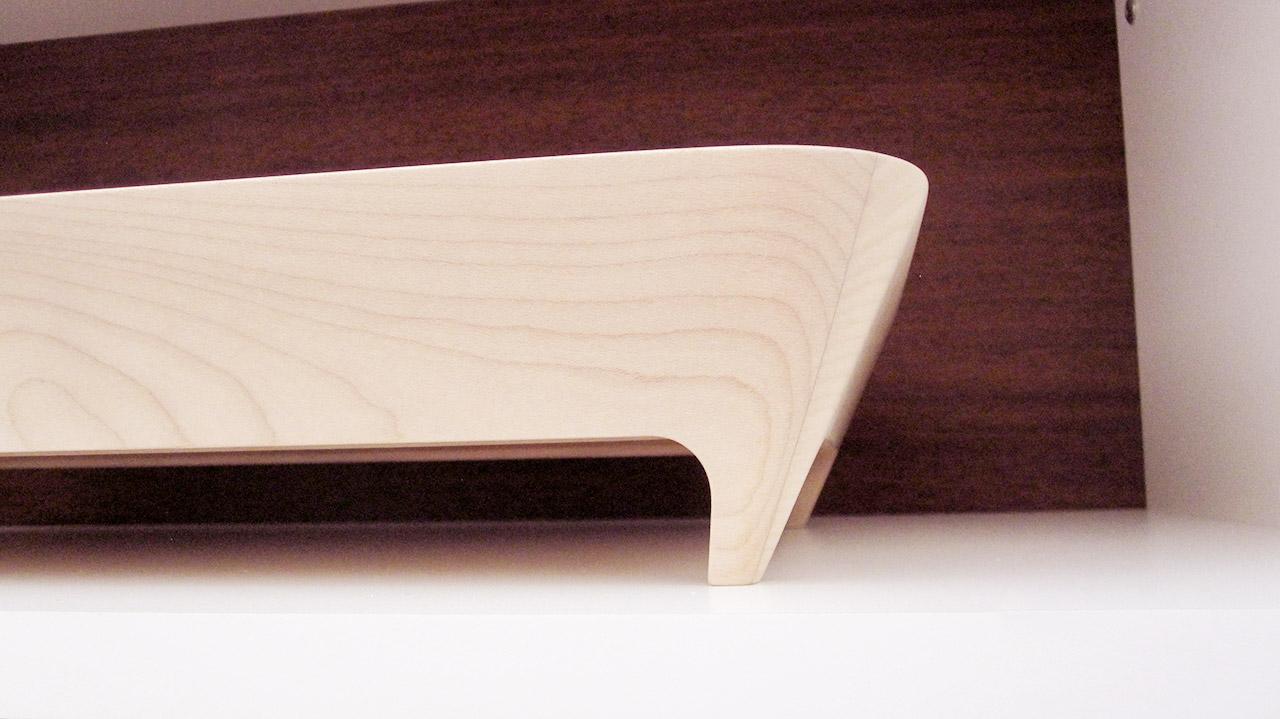 Lavorazione su progetto di oggettistica in legno e altri prodotti - dettaglio vassoio