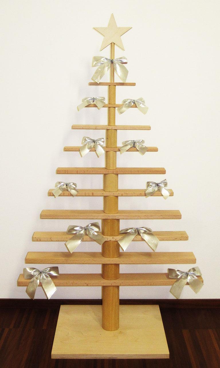 alberi di natale in legno: design minimalista, cuore artigianale